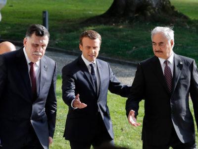 Từ trái sang: Thủ tướng Libya Fayez al-Sarraj, Tổng thống Pháp Emmanuel Macron và Tư lệnh quân đội Libya Khalifa Haftar.