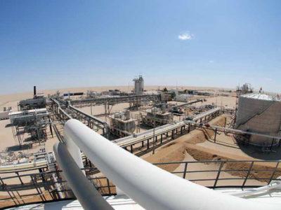 Nhà máy lọc dầu tại Libya.