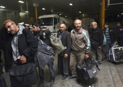 Người dân các nước sơ tán khỏi Libya. Ảnh: AP.