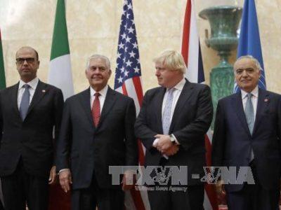 Ngoại trưởng Italy Angelino Alfano, Ngoại trưởng Mỹ Rex Tillerson, Ngoại trưởng Anh Boris Johnson và Đặc phái viên Tổng thư ký LHQ về Libya Ghassan Salame chụp ảnh chung tại cuộc họp về vấn đề Libya ở thủ đô London ngày 14/9. Ảnh: AFP/TTXVN