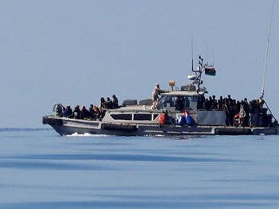 Người tị nạn trên tàu của Cảnh sát biển Libya ngày 31/1, sau khi được cứu ở Địa Trung Hải. Ảnh: Reuters