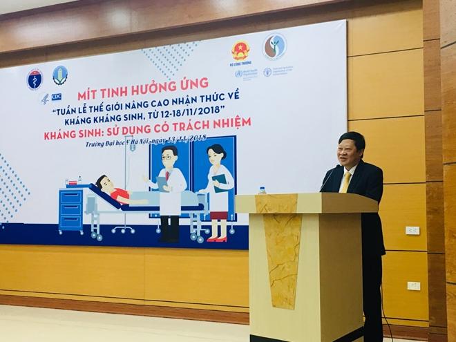 Thứ trưởng bộ y tế Nguyễn Viết Tiến phát biểu