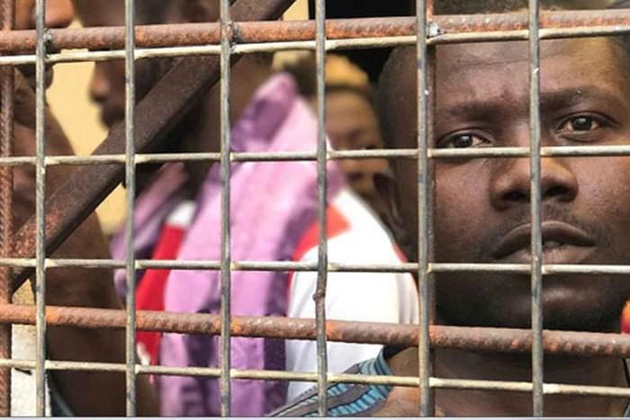 Chợ buôn nô lệ ở Lybia.
