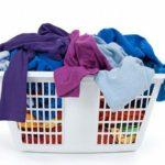 Tách riêng áo đồng phục với quần áo khác khi giặt