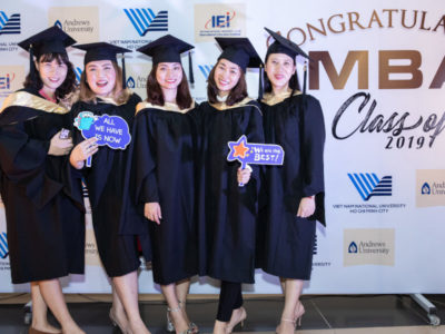 Để được tham gia chương trình MBA, các sinh viên phải đạt được điểm tốt từ học tập cho đến kỹ năng và hoạt động bên ngoài