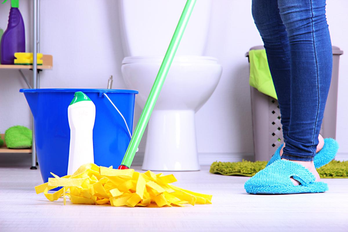 Làm sạch nhà vệ sinh