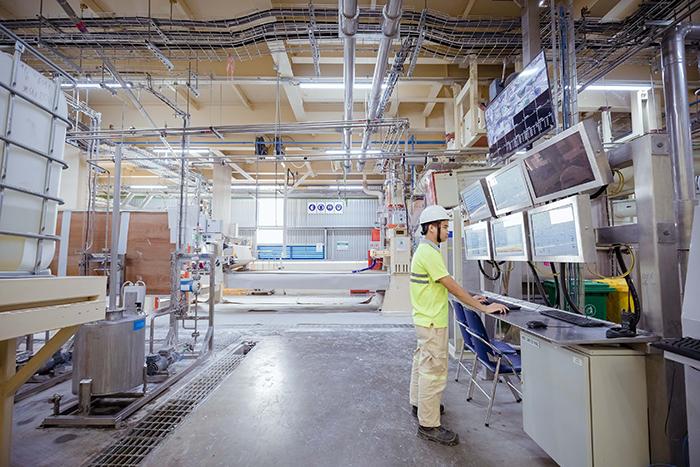 Nhà máy sản xuất với trang thiết bị hiện đại